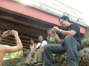 dibawah jembatan, bukan timnas indonesia